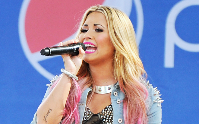 Demi Lovato turns blonde for 2012