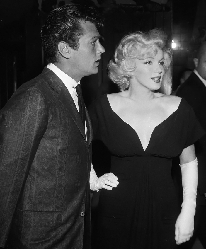 Tony Curtis with Marilyn Monroe in 1959